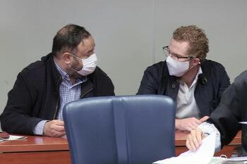 El padre de los niños asesinados en Godella (Valencia), Gabriel (d), durante la lectura del veredicto.