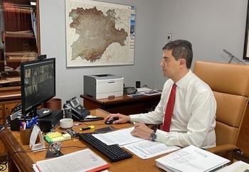 Mesa de Coordinación con las Corporaciones Locales presidida por Ángel Ibáñez.