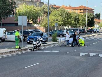 Choque de un vehículo y una moto en la Avenida de Irlanda