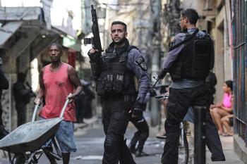 Al menos 25 muertos en un tiroteo en una favela en Brasil