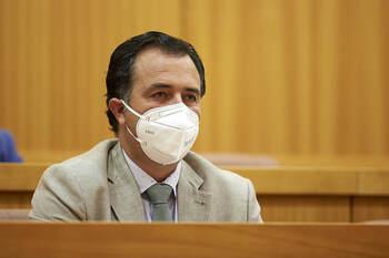 Vox insiste en el «despilfarro» del sueldo de García Élez