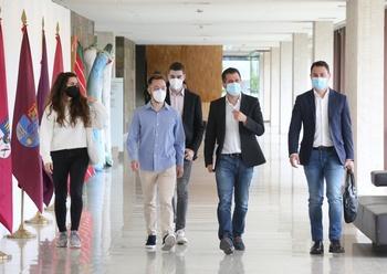 El secretario general del PSOE de Castilla y León y portavoz en las Cortes, Luis Tudanca, se reúne con un grupo de investigadores universitarios de la Comunidad