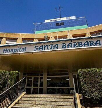 El Sescam estudia reabrir los hospitales a las visitas