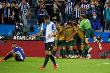 Borja Iglesias rescata al Betis en el último suspiro