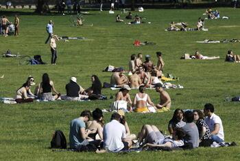 Nueva York levanta la restricción de llevar mascarilla