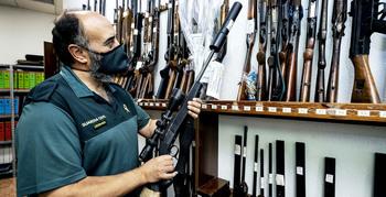 La Guardia Civil suprime las subastas de armas