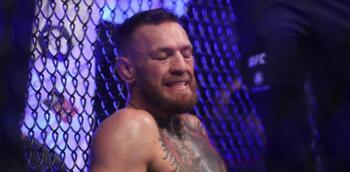 McGregor cae ante Poirier tras fracturarse la tibia izquierda