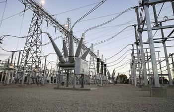 Los precios del consumo eléctrico se establecen a diario, pero el cliente paga por el coste de la media registrada en el cómputo de todos los días del mes.