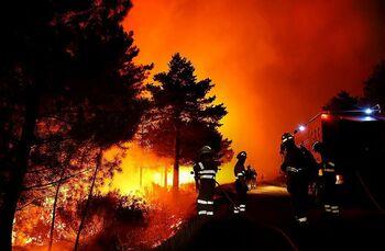 Imagen del incendio registrado esta semana en Serradilla del Arroyo (Salamanca), que ya está controlado.