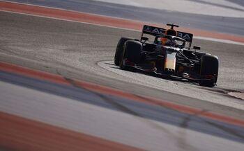 Verstappen logra una agónica 'pole'