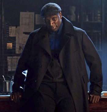 El intérprete Omar Sy, en el rodaje de uno de los episodios de 'Lupin'.