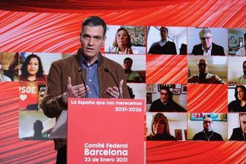 Sánchez defiende la estrategia nacional de vacunación