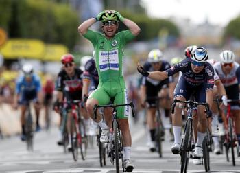 Cavendish golpea de nuevo en su reencuentro con el Tour