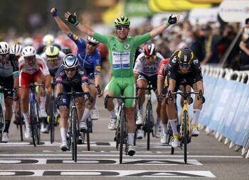Cavendish gana y se pone a un triunfo del récord de Merckx
