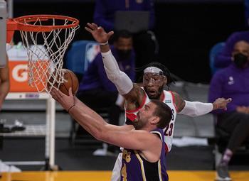 James y Schroder resucitan a los Lakers