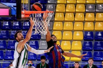 El Barça se levanta ante el Joventut
