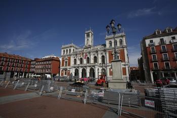 Comienza el montaje del escenario de la Plaza Mayor