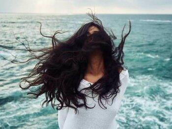 La guía definitiva para cuidar tu cabello en verano