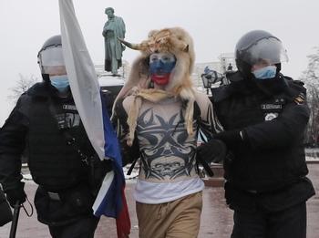 Detienen en Rusia a más de 2.100 partidarios de Navalni