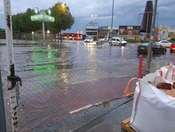 Balsas de agua y garajes inundados tras la fuerte tormenta