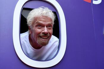 Concluye con éxito el viaje al espacio de Richard Branson
