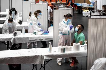 El 94% de los contagiados este mes no estaban inmunizados