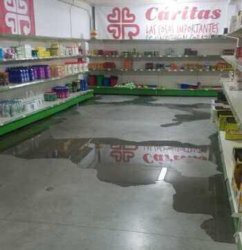 El almacén y comedor de Cáritas se inundan con la tormenta