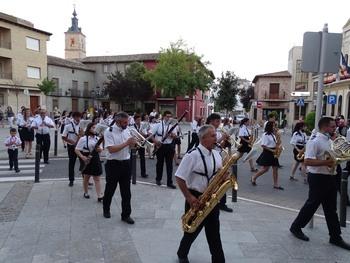 Un pasacalles musical inaugura las fiestas de Quintanar