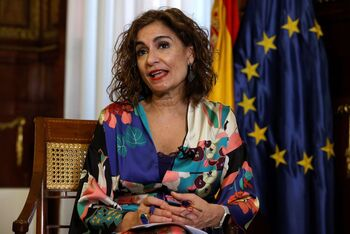 Montero descarta incluir concesiones políticas en los PGE de 2022