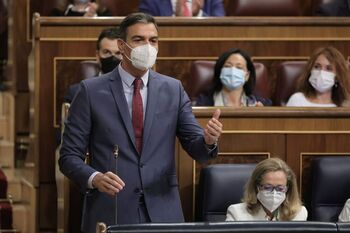 Sánchez volverá a La Palma tras la llegada de la lava al mar