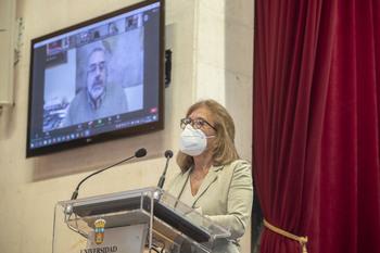 Julia Arcos, reelegida Defensora Universitaria