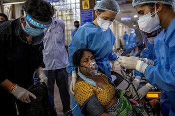 Pese a recuperarse ligeramente, el colapso sanitario sigue en los hospitales de la nación.