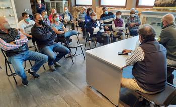 Vox escucha quejas de ganaderos por el lobo y la burocracia