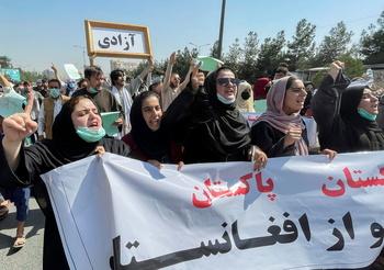 Los talibanes prometen que habrá mujeres en un futuro Gobierno