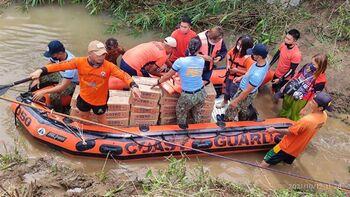 30 fallecidos en Filipinas por la tormenta tropical 'Kompasu'
