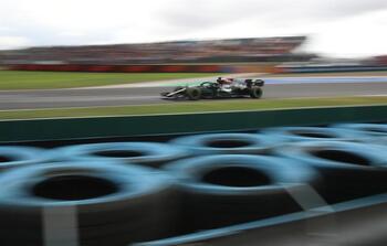 Hamilton se lleva la 'pole' pero Bottas saldrá primero