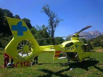 Evacúan en helicóptero un ciclista herido en la Santa Espina