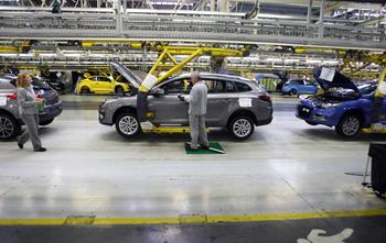 Renault elimina medio turno que afecta a 440 operarios