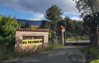 Subastan un hotel rural de La Iglesuela a un euro de salida