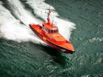 Rescatan a 14 personas en aguas de Cabrera