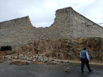Se derrumba parte del muro trasero de Las Gordillas