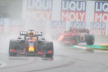 Verstappen arrasa en el caos de Imola