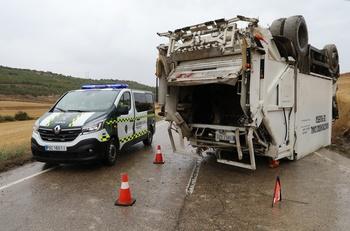 Vuelca un camión de recogida de residuos en Villajimena