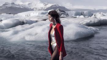 Saint Laurent imagina una mujer sin complejos para el invierno