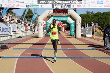 Doble victoria keniana con récords incluidos
