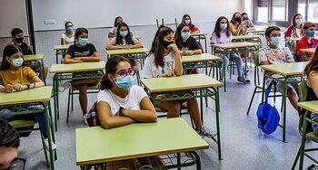 Educación mantendrá los grupos aunque eliminen la distancia