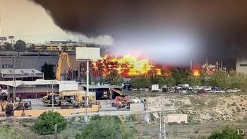 Pavoroso incendio de una nave en Seseña