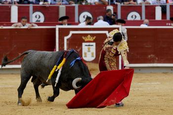 Se apellida Serrano y es de Albacete