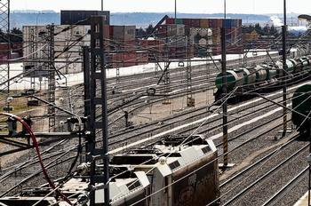 El Puerto Seco anula trenes por el atasco del Canal de Suez