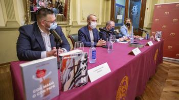 Julio López presenta en sociedad su libro 'Amén'